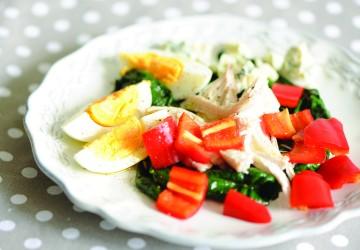 Salată din fileu de pui și cașcaval dorblu